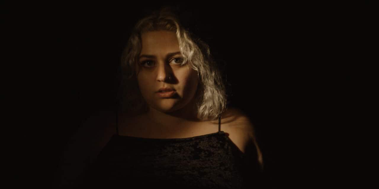 "Nashville Indie-rocker Alyssa Joseph Dives Into Adulthood With New EP ""Alive"""