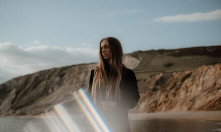 """Acclaimed Guitarist Hannah Robinson Drops Blissful Rock Track """"The Well"""""""